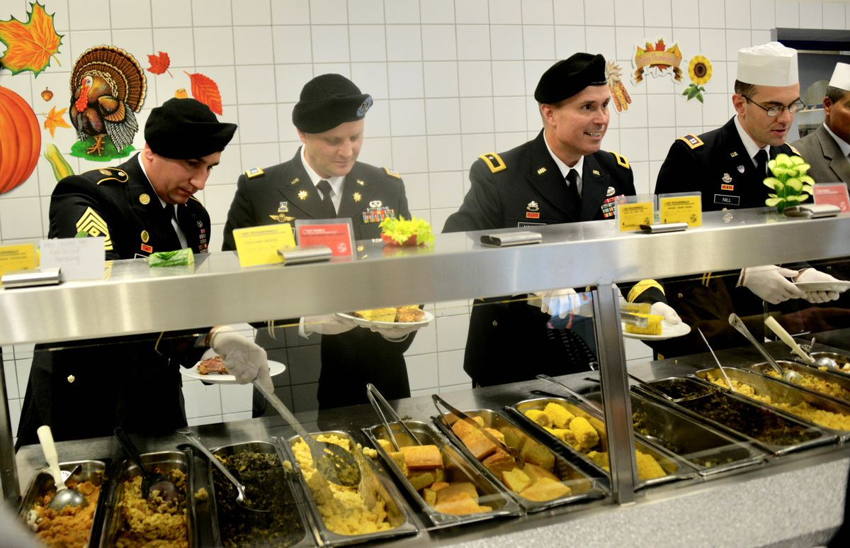 Officers serve turkey